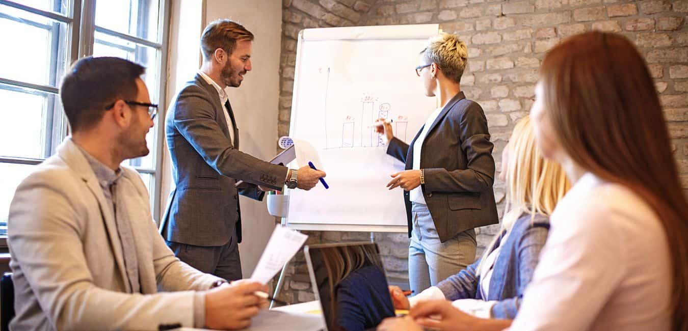 Đặt CRM làm trọng tâm trong các hoạt động kinh doanh