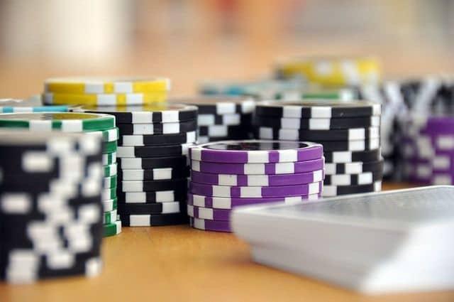 Facebook hạn chế quảng cáo đánh bạc